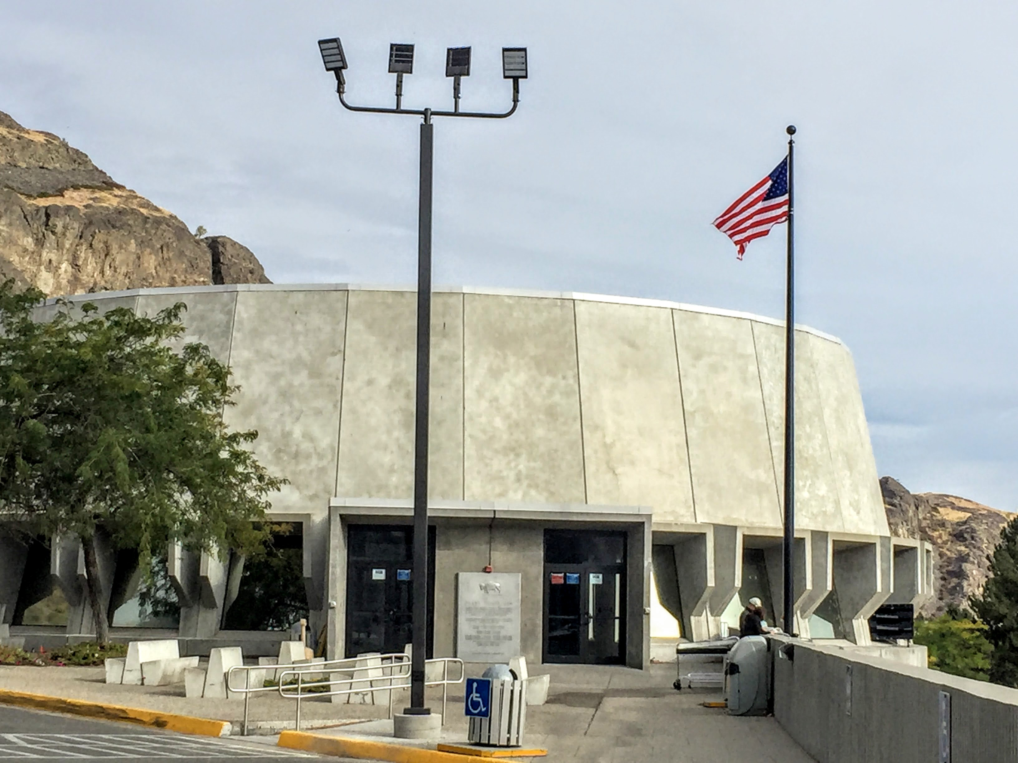 2017-09-23 Grand Coulee Dam 01 Visitors Center